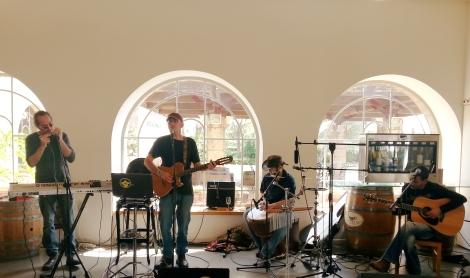 מנגנים מימין לשמאל: אופיר גל,מיקו ברנר,גיא עמיר וגל שוורץ